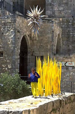 DALE CHIHULY AT THE TOWER OF DAVID MUSEUM OF THE HISTORY OF JERUSALEM, 1999