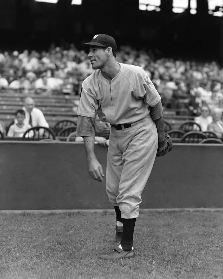Alex Carrasquel (1912-1969). Primer jugador venezolano que jugó en las Ligas Mayores del Beisbol. Debutó en 1939 con los Washington Senators de la Liga Americana, con los cuales jugaría hasta 1945. Tras algunos años jugando en México en 1949 regresa a las ligas mayores jugando con los Chicago White Sox, finalizando su carrera de grande liga ese mismo año.