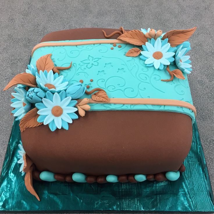 Wilton course 3 cake covered in fondant with gum paste daisies!