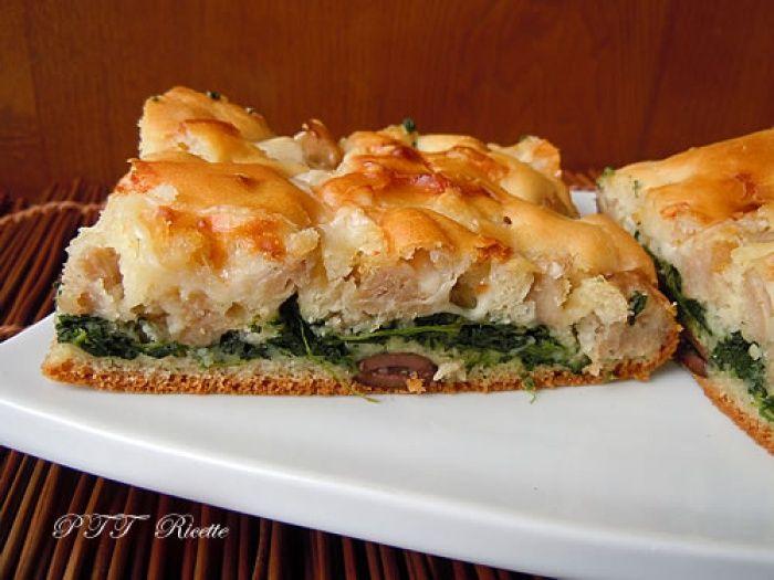 Focaccia veloce ad impasto molle con spinaci, salsiccia, provolone   Ricetta