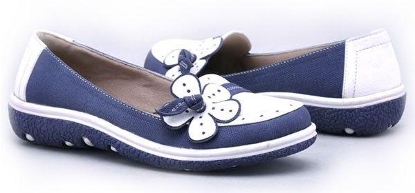 sepatu ini cenderung gadis, namun pada dasarnya sepatu ini melindungi kaki dari cuaca dingin dan bahannya yang menyerap keringat