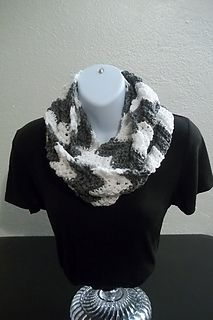 Ripple Infinity Scarf free pattern by Tracy Kermode
