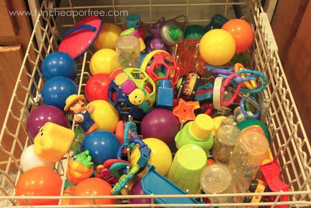 Jouets propres en toute simplicité en les mettant dans le lave-vaisselle.