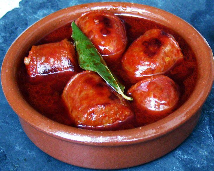 A very quick and easy to prepare recipe for a typical Spanish Tapa, Chorizo al vino!
