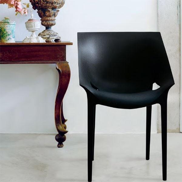 De Dr. Yes #eetkamerstoel van #Kartell is ontworpen door #PhilippeStarck en #EugeniQuillet. #stoel #Flindersdesign #wonen #woonkamer #modern #design