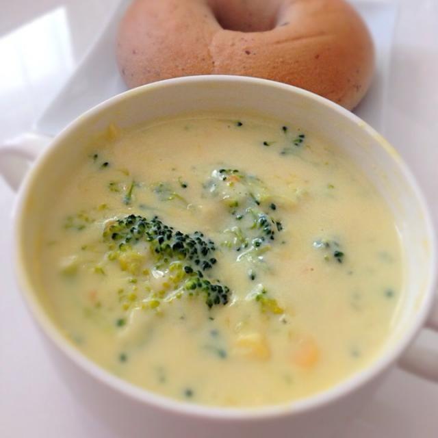 レンジでチンしただけのスープ 野菜たっぷり&豆乳を使っているので ヘルシーでコクも出ました。 - 18件のもぐもぐ - ブロッコリーの豆乳スープ by furateru