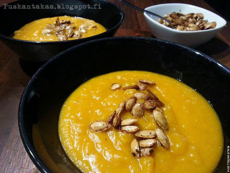 Täyteläinen myskikurpitsakeitto paahdetuilla kurpitsansiemenillä • Butternut squash soup with roasted squash seeds