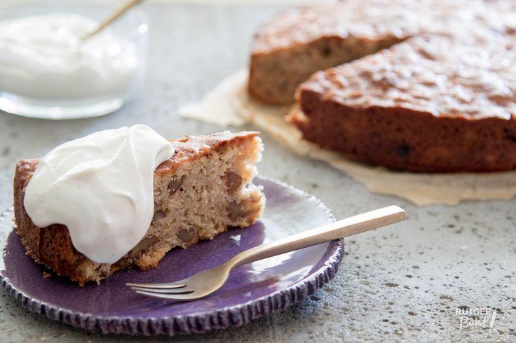 Het recept voor deze pastinaakcake komt uit het boek Sirocco van Sabrina Ghayour. De cake is verrassend lekker en zeker het proberen waard!