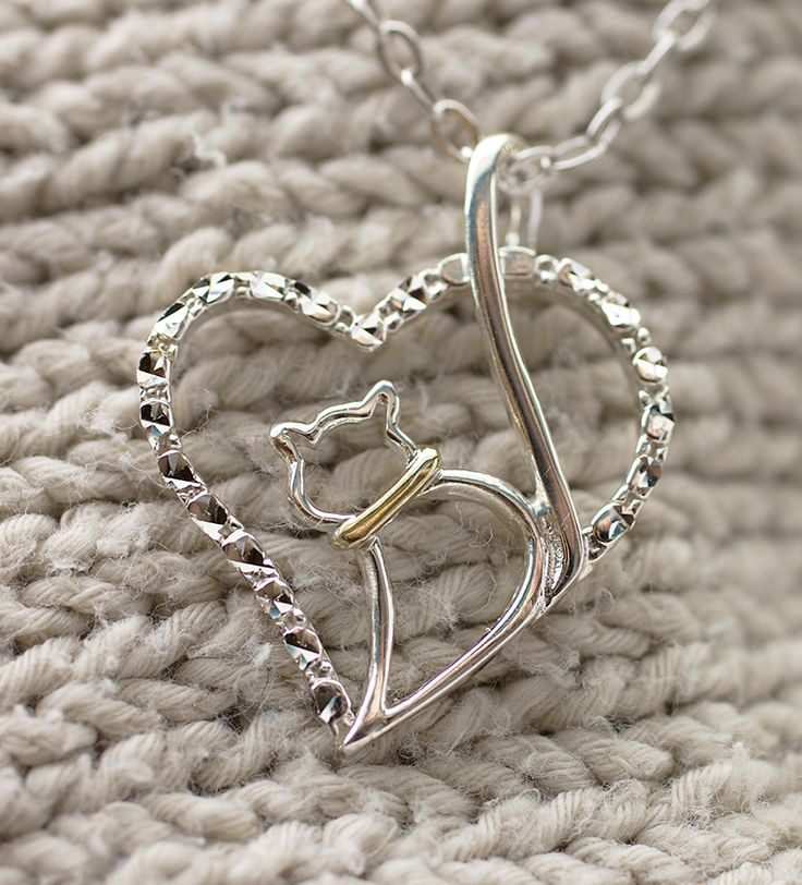 No one owns your heart the way your furry feline does. Let the love shine through with our pendant that reflects the special bond you share.