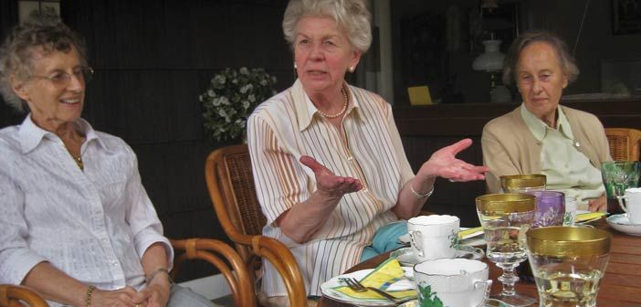 Wie wollen wir im #Alter leben? Diese Frage stellen sich immer mehr Menschen – eine #Alternative zum #Seniorenheim ist die #Senioren-WG👴🏡  https://www.euroakademie.de/magazin/linktipp-wohngemeinschaft-fuer-senioren/