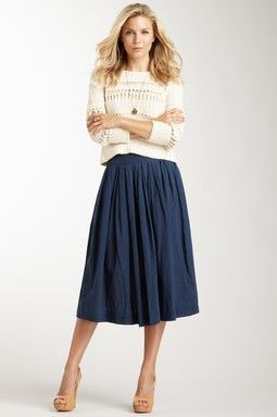 Rouched calf-length skirt and sweater #classic #modest #simple #style