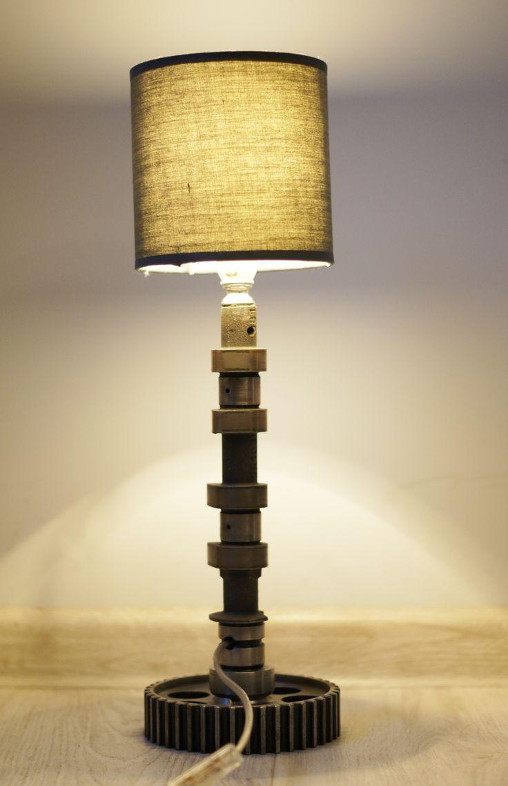 Lampka nocna wykonana z wałka rozrządu oraz koła pasowego. Już niedostępna.