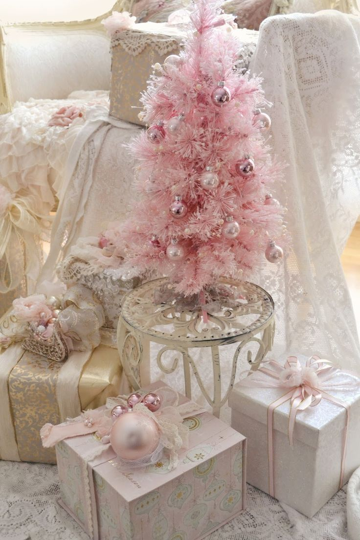 Pretty little pink Christmas tree for a foo-foo, glam room! Love it!!!
