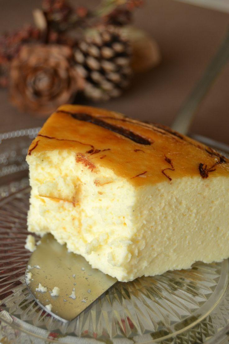 Receta de TARTA DE QUESO tradicional con un toque de chocolate, sin base de galletas ni baño María, nada más que mezclar y hornear. Cheesec