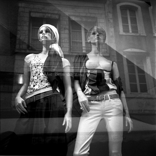 Mannequin nue en vitrine