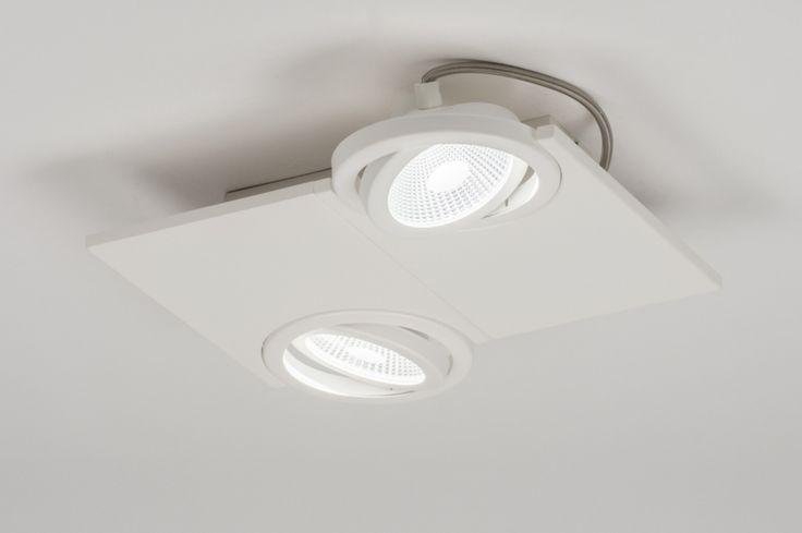 artikel 11059 Apart, design led plafondlamp uitgevoerd in mat, witte kleur voorzien van twee spots. Deze plafondlamp bestaat uit een strakke, dunne plaat met daarin twee aparte spots. De spots vallen half in de plaat waardoor er een uniek design is ontstaan. De spots zijn kantelbaar zodat u de lichtbundels naar wens kunt richten. http://www.rietveldlicht.nl/artikel/plafondlamp-11059-modern-design-wit-mat