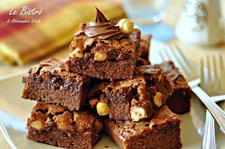 IBrownies alla nutella sono dei dolcetti davvero golosi e facilissimi da preparare. Pochi ingredienti per un risultato garantito.