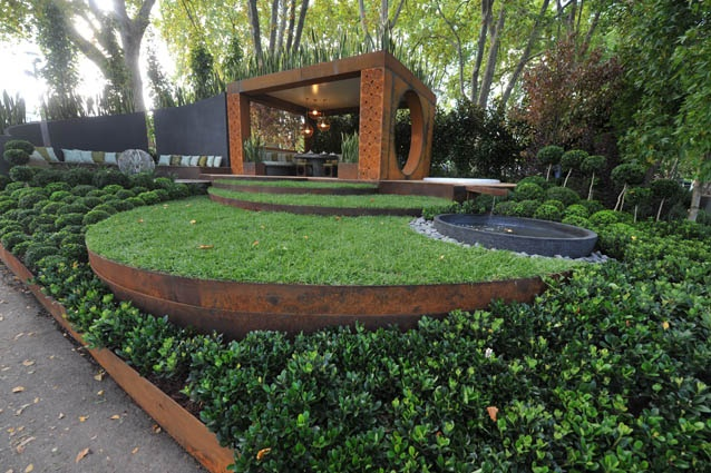 Conversation by Paal Grant Designs in Landscaping. Garden designed by Paal Grant. Structural steel beams within the design are Boxspan steel beams by Spantec.