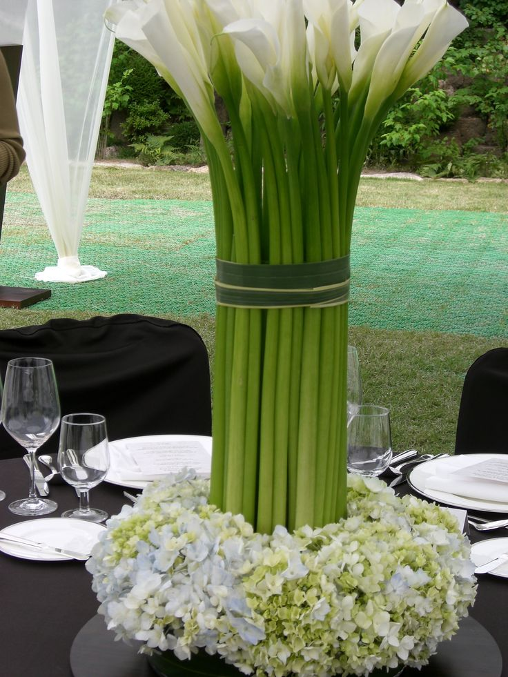 Calla lily centrepiece at The Shilla Hotel in Seoul with Paula Pryke