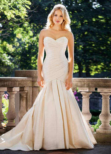 The Lea-Ann Belter Candice gown is incredibly flattering with crystals down the back that sets this gown off. Perfection!