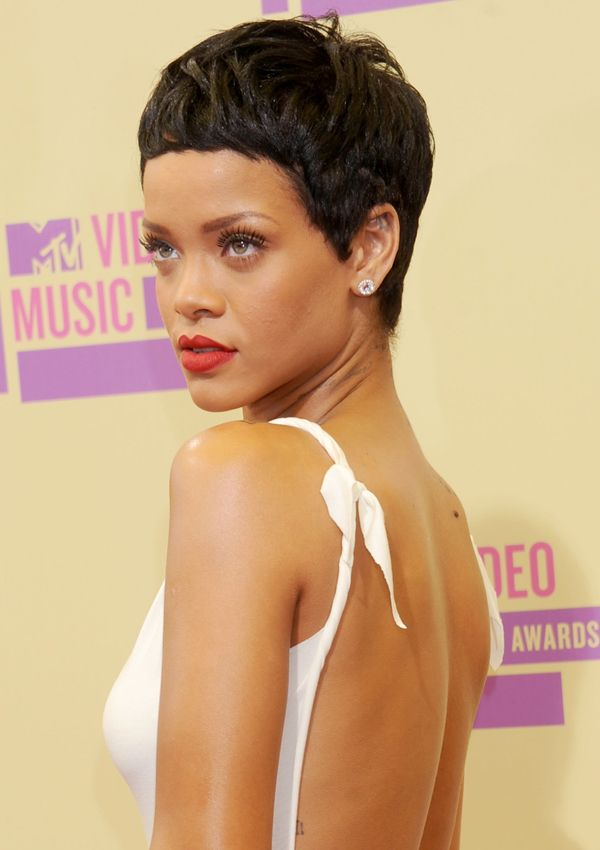 Rihanna con el corte pixie