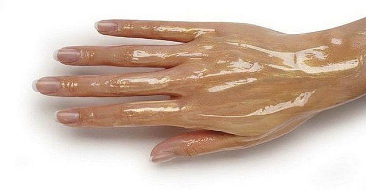La piel de las manos es muy delgada y sensible, por lo que se aclara rápidamente, ya sea a causa del impacto constante de factores ambientales negativos...