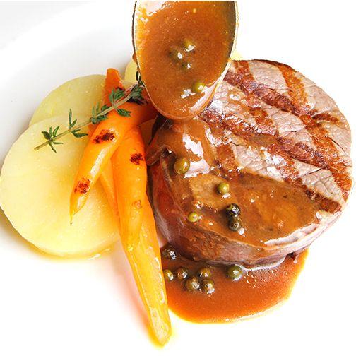 La propuesta gastronómica del día en el Restaurante Aragonia: solomillo de ternera a la parrilla con patatas asadas. Pruébala con nuestro menú Aragonia