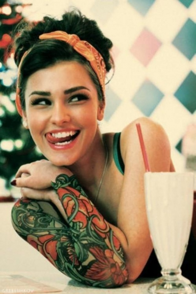 Can't decide what I love more, her sleeve, her make-up, or her hair.