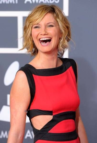 Jennifer Nettles from Sugarland, at the 2010 Grammys.