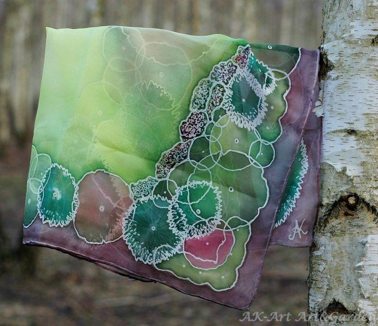 Ręcznie malowana jedwabna apaszka z projektem ogrodu / Hand painted silk scarf with garden design