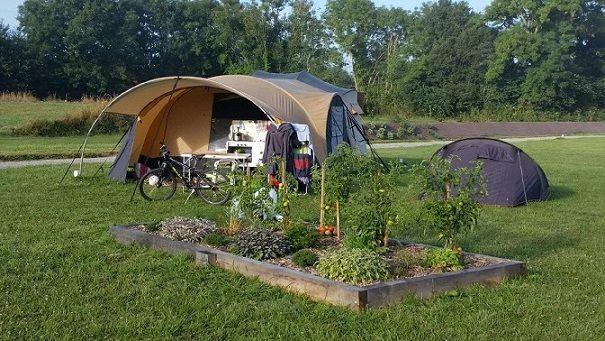 Les 25 meilleures id es de la cat gorie camping avec for Camping mont saint michel piscine couverte