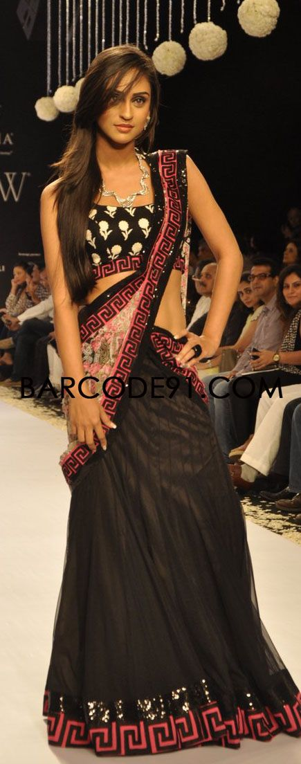 http://www.barcode91.com/designers/geetanjali.html  TV Serail Actors walk the ramp for Geetanjali jewellery at IIJW 2013.