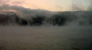 clisura dunarii - Trecem de Orsova iar dincolo de Svinita, un sat pe Clisura Dunarii, avem parte de super spectacol: Dunarea fierbe! Pe un frig cumplit, in lumina primelor ...