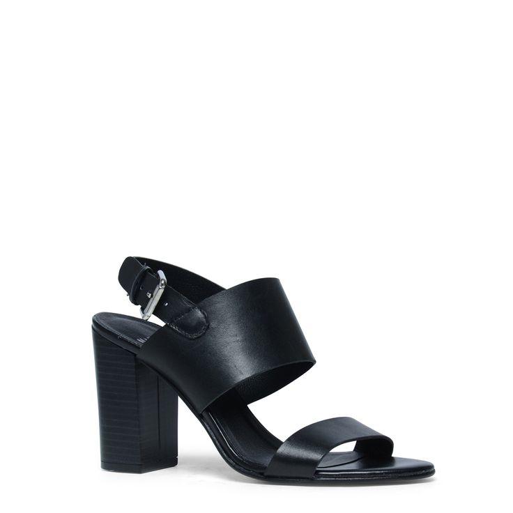 Zwarte sandalen met hak en open neus  Description: Deze zwarte sandalen met hak zijn prachtig! De sandalen hebben een binnen- en buitenzijde van leer. U sluit de sandalen met de gespsluiting aan de buitenzijde van de voet. De open neus en hiel geven de sandalen direct een vrouwelijke look. De hakhoogte is 95 cm gemeten vanaf de hiel.  Price: 71.99  Meer informatie  #manfield