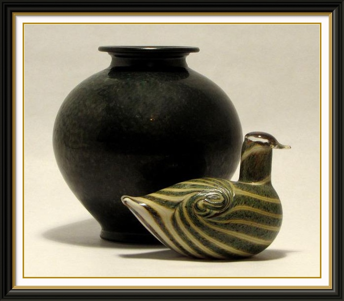 Studio photography Toikka glass bird with ceramic vase