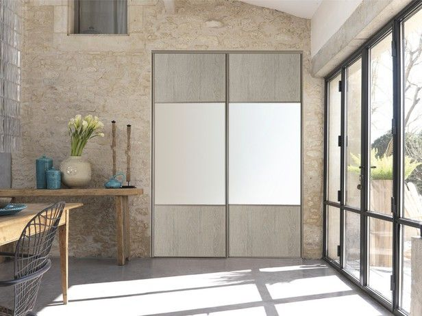 La Porte Coulissante Optimise L Espace Porte Coulissante De Couleur Chene Gris En Ppsm H 250cm L 6 Porte Coulissante Porte Placard Coulissante Placard En Bois