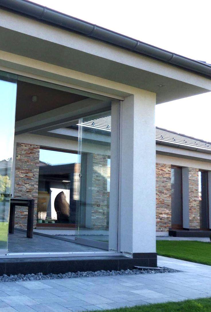 Posuvné celoprosklenné dveře na terase pro rychlé otevření prostoru a maximální využití přirozeného venkovního světla. Terasa od Profiltechnik.