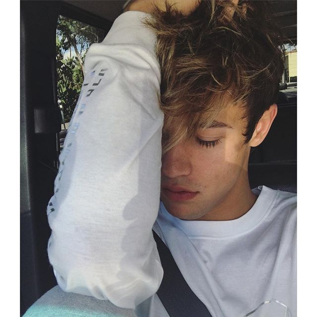 "im cameron im eighteen and im crushing im not into certain girls"" i like making friends...to clarify friends I mean being very goofy and I'm flirty with girls I like"" I really like modeling and yeah"