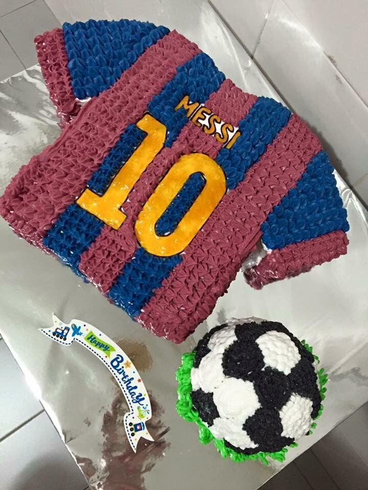 Make this birthday cake for my son. His a big fan of Messi from Barcelona .