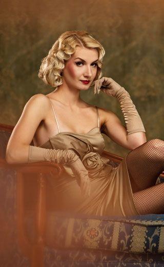 Alle lieben den Gatsby-Style der 20er Jahre. Wir zeigen dir wie du dir selbst eine Wasserwelle wie vom Frisör legen kannst.