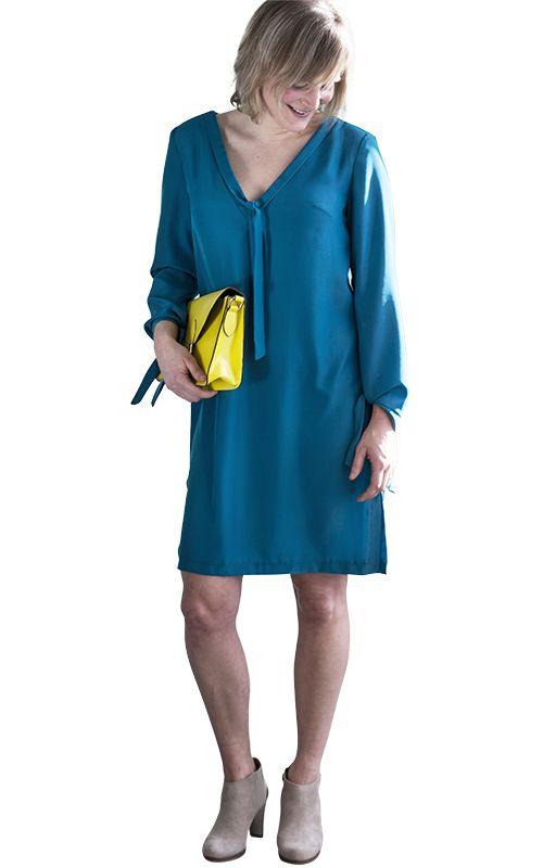 Robe Brise - Cette robe chemise légère viendra bien à point lors d'une belle journée printanière. Ample et décontractée, elle est toutefois très féminine grâce à son décolleté et ses fentes latérales. Les rubans à nouer à l'encolure et aux manches lui confèrent en outre une note ludique. - La Maison Victor
