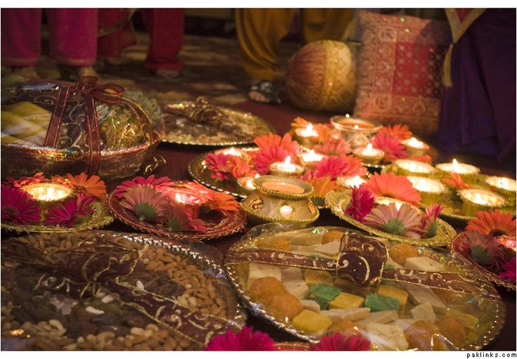 mehndi plates and gifts