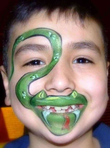 Snake face painting #facepaint #facepainting (this would be good for those darling jr high kids who aren't quite ready to give up trick or treating!-L)