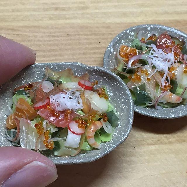 粘土で作った海鮮サラダです☆ #樹脂粘土 #粘土 #フェイクフード #ミニチュアフード #ミニチュア #ドールハウス #clay #miniature #dollhouse #fakefood #miniaturefood #はんどめいど #てづくり #サラダ