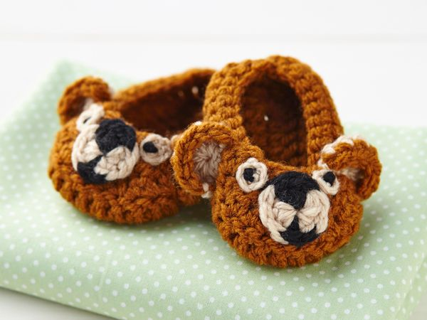 How to crochet baby booties | final1 | Mollie makes