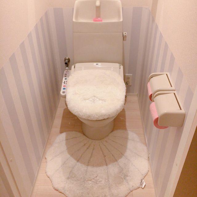 バス トイレ ストライプの壁 マット 貝殻 トイレ などのインテリア