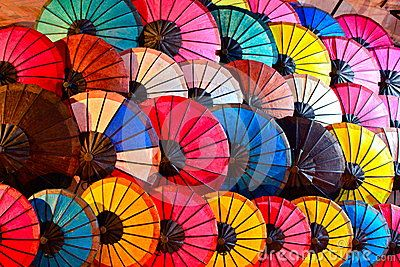 colourful-umbrellas-abstract-background-26922644.jpg (400×267)