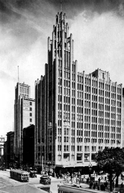 Melburnian art deco/ gothic commercial monolith, Manchester Unity building located on north west corner of Collins and Swanston Street. Note the flying buttresses on the tower so Gothic influenced