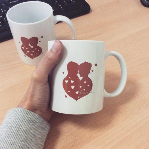 Милым влюбленным с теплом от Inzigen подарены чашки, на которых они с легкостью себя узнали ☕️☕️ И вам, дорогие, желаю уютных кофе_чаев и чудесных снов! ✨#инзижен #inzigen #чашка #cap #loveis #парные #влюбленным #принт #print #ярисую #творчество #create #creator #подарок #сюрприз #вденьсвадьбы #молодоженам #арт #art #instaart #индивидуальныйдизайн #sweet #cute #мило #мимими #портрет