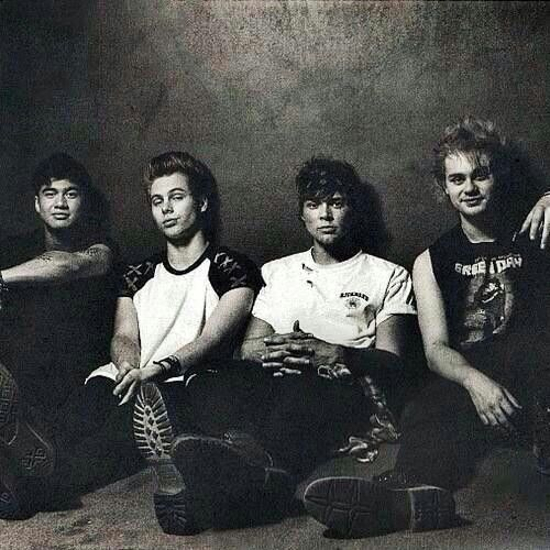 this is one of my favorite pictures and I love it so much they're so perfect not just because they're beautiful which they are, but because they are them and not afraid to be so they're just perfect okay